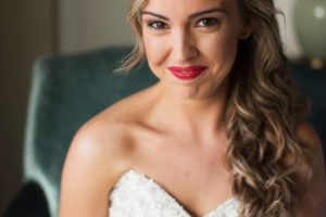 This bride and those red lips! So excited to sharehellip
